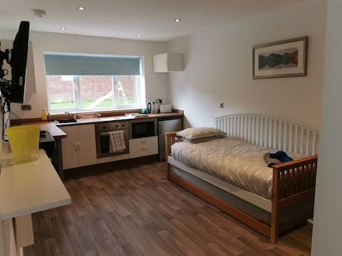 Brand new self contained Annexe in quiet area