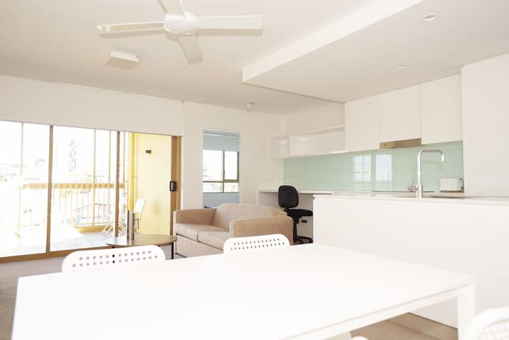 Near new apartment only 1.5km to CBD - Bowen Hills - Huoneisto