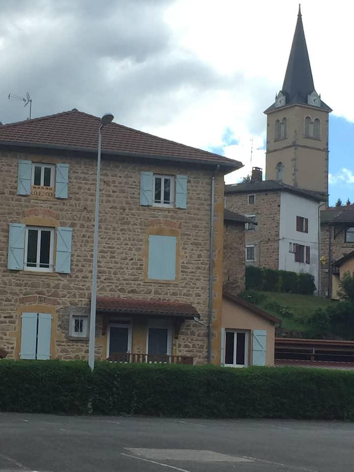 Appartement coquet dans un village typique (Rhône)