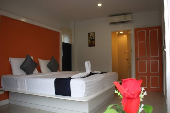 Lovely Colorful Room nearly Kata beach - 10 minutes walk