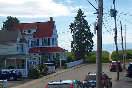 Salty Air Suites. Steps from the beach! - Old Orchard Beach