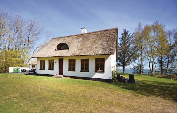 Holiday cottage with 4 bedrooms on 140 m² in Struer
