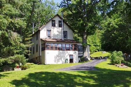 Amazing Renovated Lakefront Cottage - Elgin - Kisház