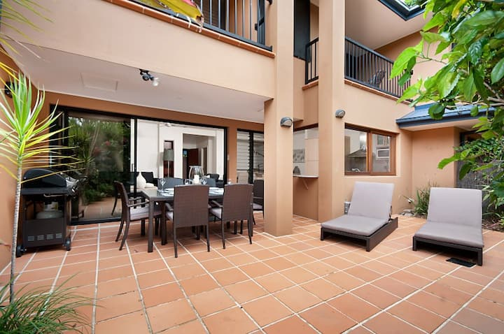 Cavvanbah Beach Villa - direct beach access