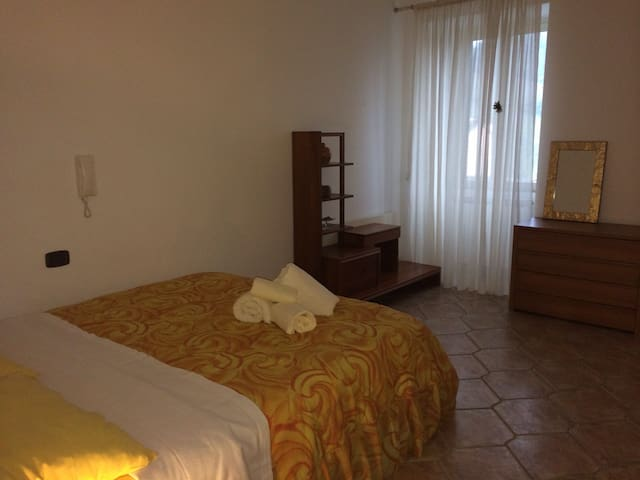 Comfortable bright room with wifi - Roccascalegna - อพาร์ทเมนท์