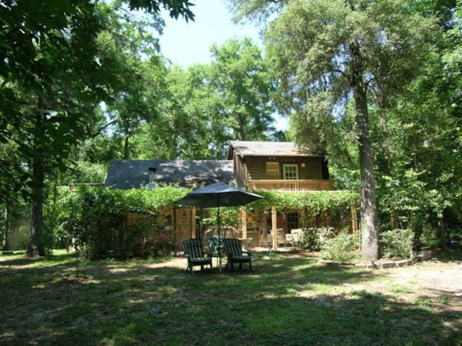 The cabin is secluded in the lush Florida woodlands with a large back yard and private path to the river and spring.