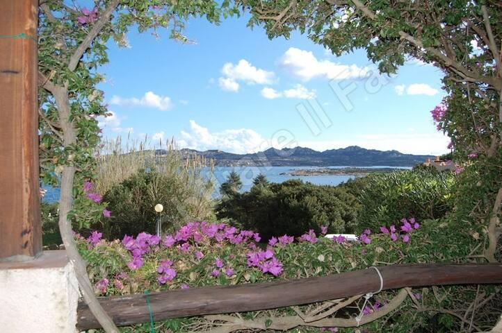 Villetta a schiera immersa nelle Bouganville - Villaggio Piras - Reihenhaus
