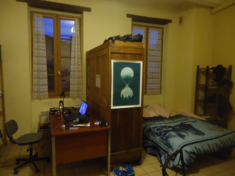 bureau et lit double