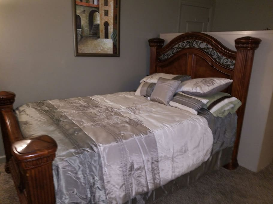 Queen size bed plush mattres