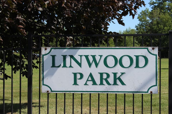 Linwood Park Beach Cottage Rental - Renovated 2018