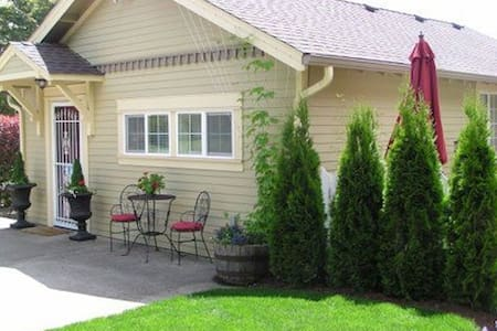 Applegate Guest Cottage - Philomath - Talo
