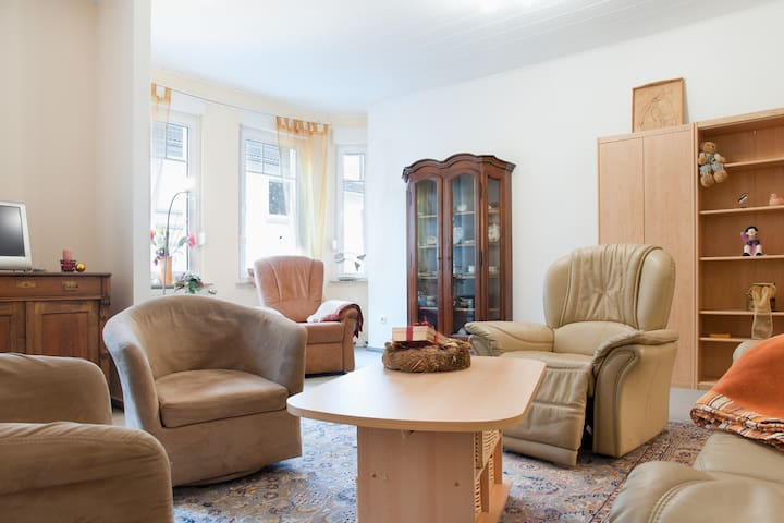 Gepflegt möbl. Wohnung mit Garten