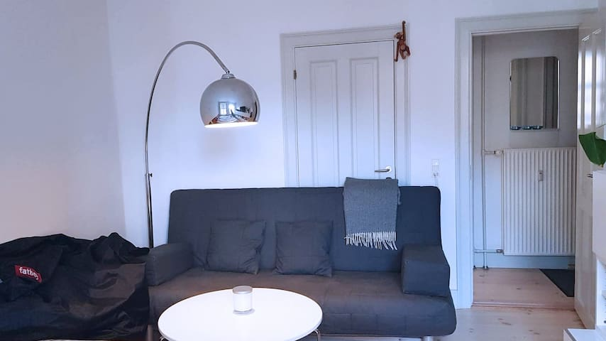 Bedroom has a hangout area with a small table, a couch and a Fatboy. Door behind couch is not for use as there is another door from the entrance to the diningroom