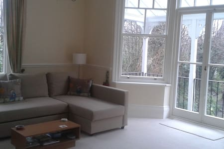Near Pantiles Grnd Flr bright flat - Royal Tunbridge Wells