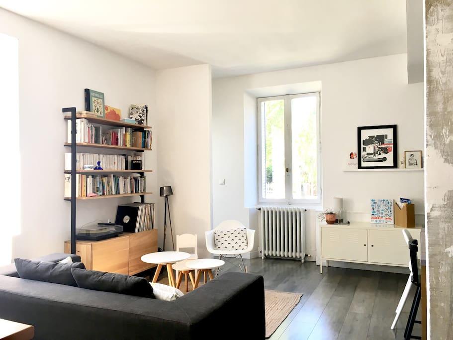 la pièce à vivre, calme et lumineuse