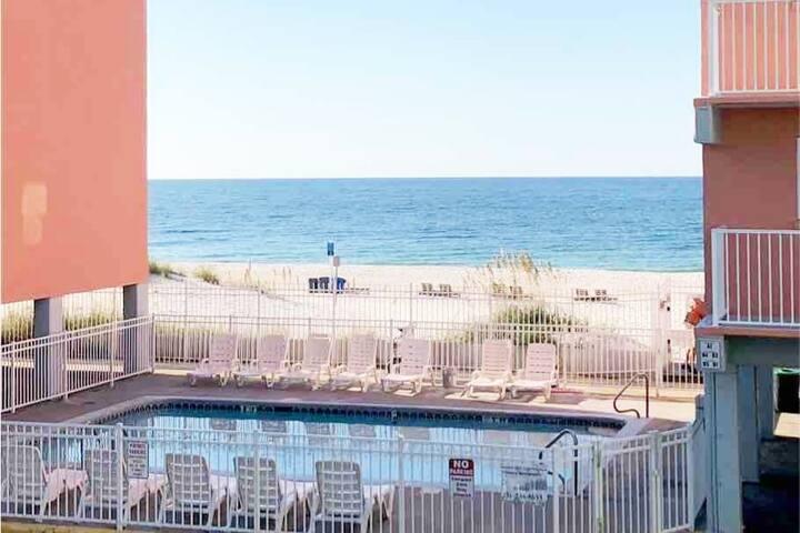 Lazy Dayz II STEPS to the beach w/private balcony