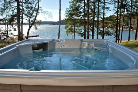 Exklusiv villa vid havet 20 min från Stockholm