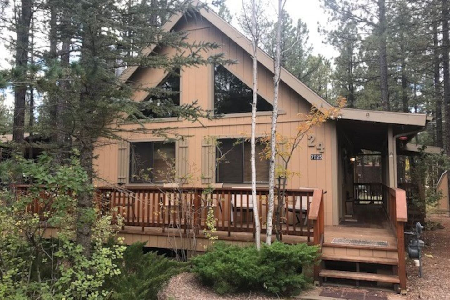 Stunning retreat within the Pinetop Country Club Community!!!