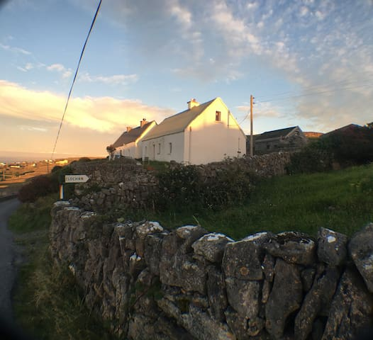 Aran island fisherman's cottage - Inis Meain - Rumah
