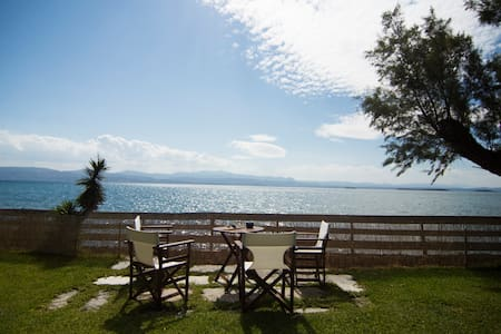 WATER FRONT VILLA BY THE SEA, 50km FROM ATHENS - Eretria - Vila