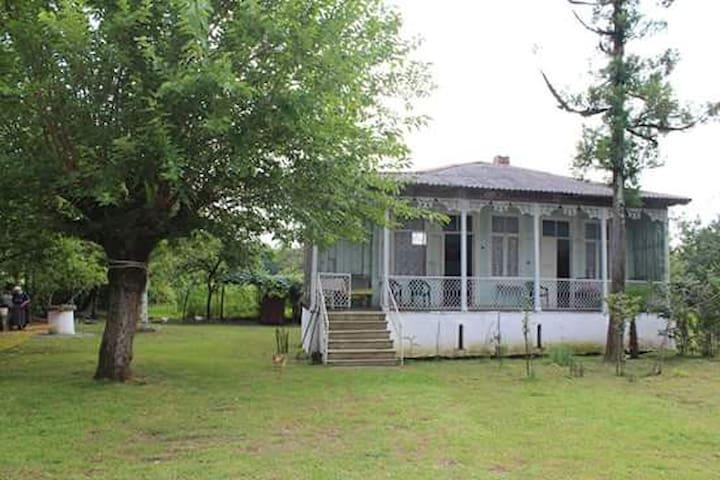 Gugulis Bude, village Kvemo Khuntsi - GE - 自然小屋