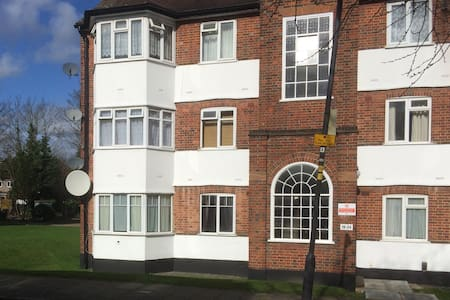 Double room in cosy flat - good transport links - Harrow - Wohnung