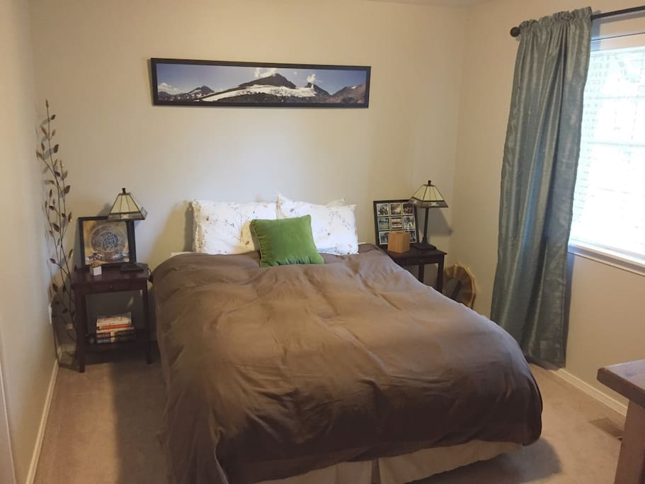Guest Room with queen bed