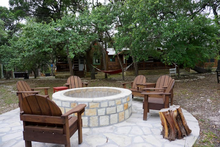Rustic Charm With Romantic Elegance - Pool, Fire pit, Hot Tub, Seclusion