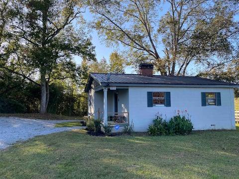 Quiet Creekside Rustic Cottage