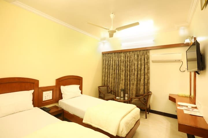 Hotel Room In Mumbai Central (Bellasis Road)