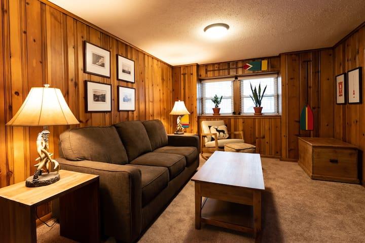Cozy Andersonville Cabin