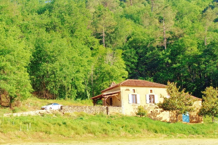 Vintage Holiday Home in Villefranche-du-Périgord with private pool
