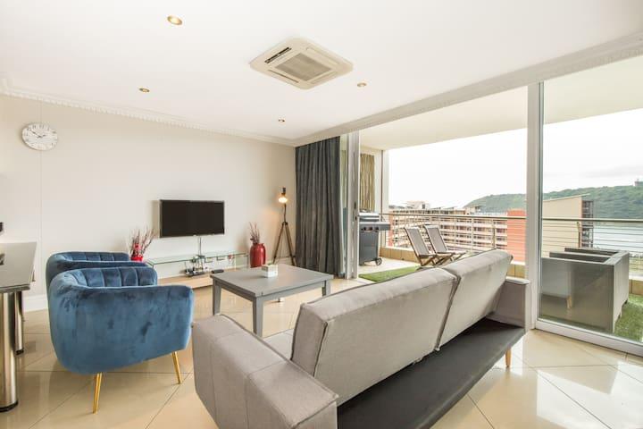 Deluxe 1 bedroom Apartment with Balcony