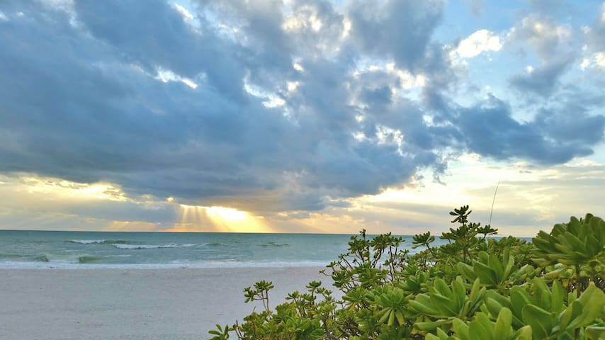 Holmes Beach on Anna Maria Island Vacation Rental Cottage Steps to the Beach