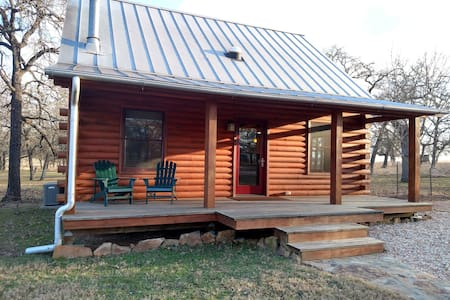 Texas Wine Country Cabin - Fredericksburg - Cabin