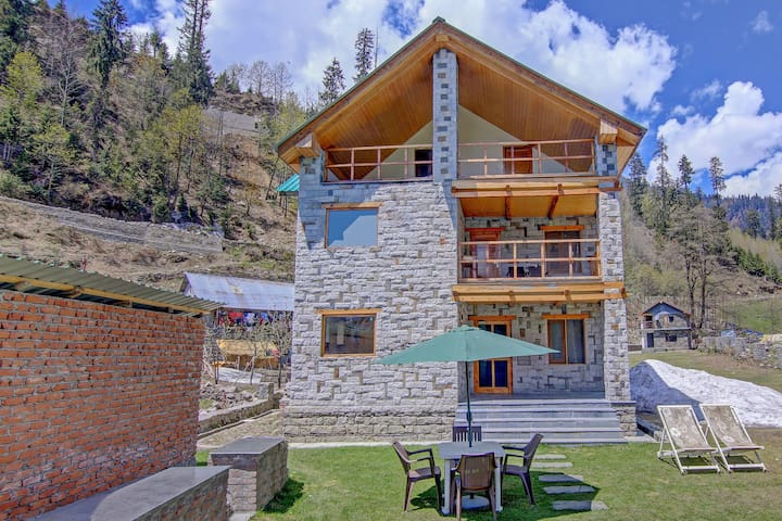 OYO - Discounted! Hill-View 1BR Stay in Manali