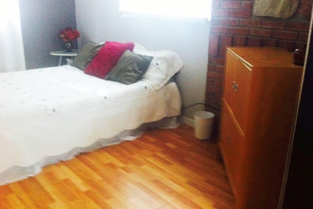 Master bedroom/Chambre des Maîtres