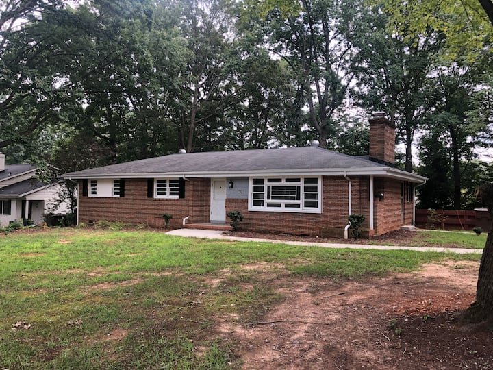 Cute one-level living near Guilford College