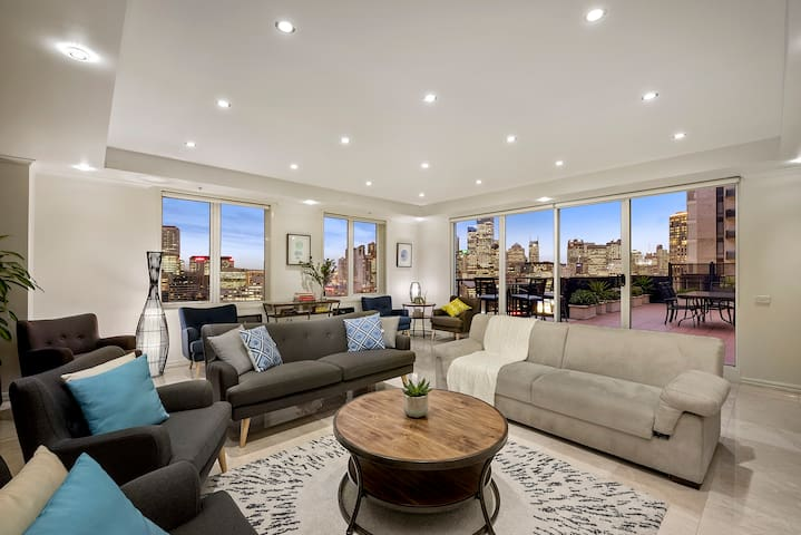 LUXURY PENTHOUSE 3BDR INNER CITY + LRG GROUP+WIFI