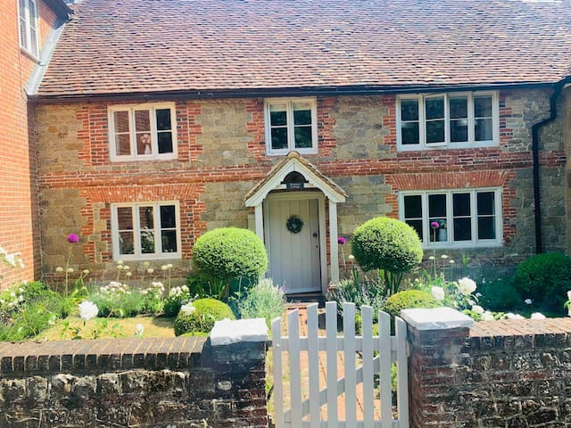 Large Luxury Cottage within South Downs Park.