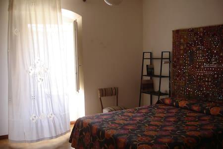 Camera Matrimoniale in Casa Tipica - Bosa