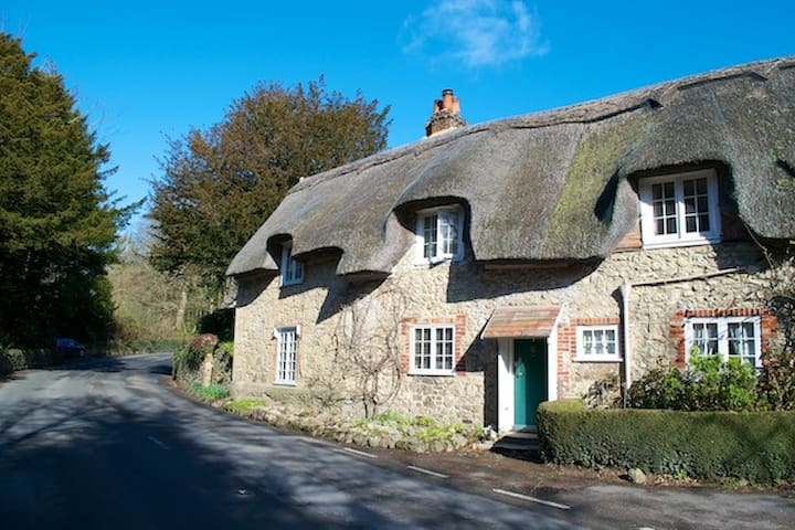 Isle of Wight thatched cottage - Shorwell - Rumah