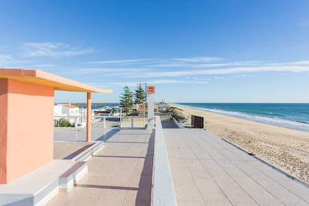 Apt Riamya. By the Sea, Faro Beach - Faro - Apartemen