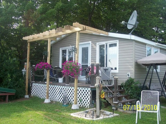 Sunny & Bright cottage by Shediac River