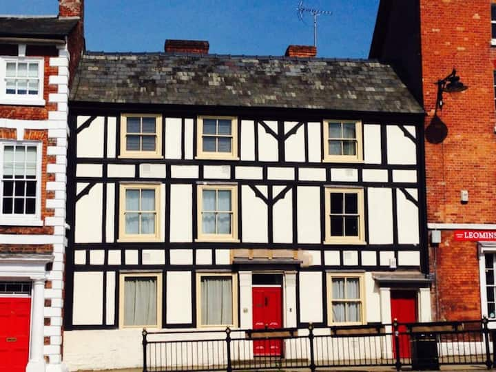 Amazing Tudor 5 bed home in oldtown