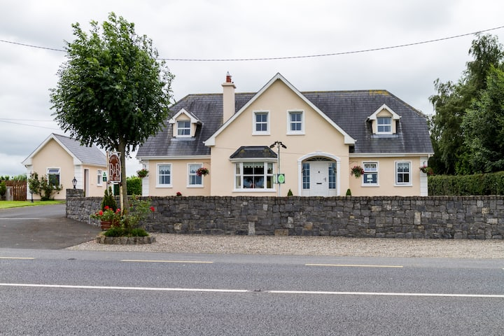 Abbeyview B&B..modern and a warm welcome.