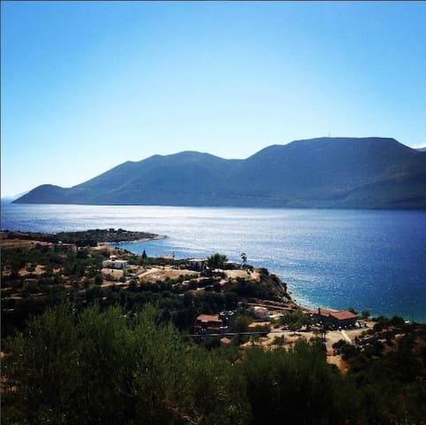 Small House in Mani - Peloponnese - Greece - Paganea - Casa