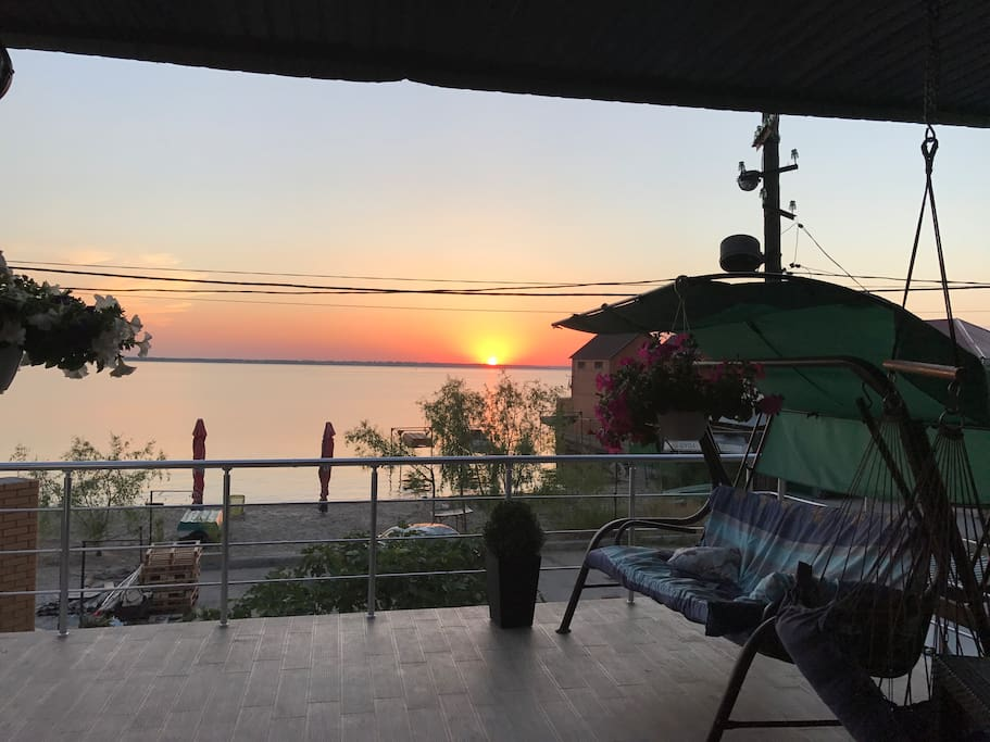 Вид с террасы второго этажа на Лиман