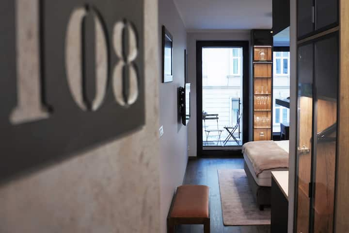 BOUTIQUE 108 - old city, luxury apt. with a garage