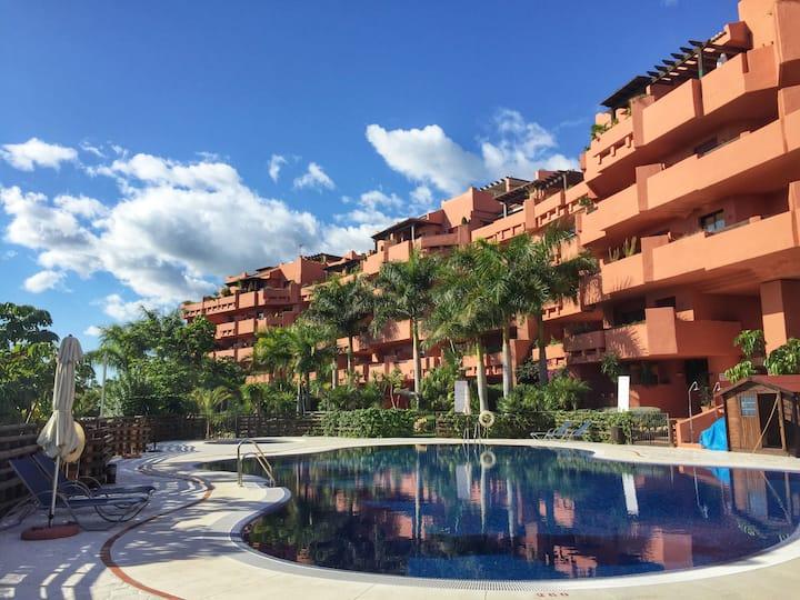 Luxury 2-bedroom apartment 300meters from beach